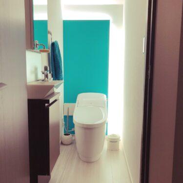 《Web内覧会》我が家のトイレ。照明と壁紙に拘りました。
